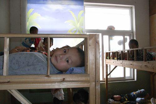 留守儿童:幼儿园是个温暖的家[图]
